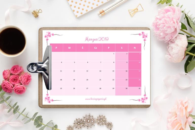 Różowe kalendarze namarzec 2019